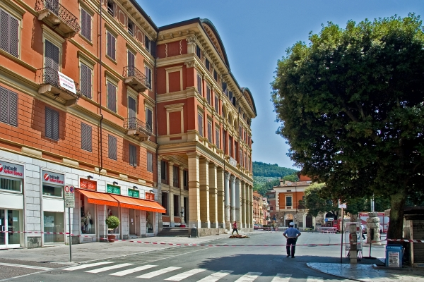 Politeama, De Pasquale: «Riprendiamoci il teatro. Carrara capitale della musica»